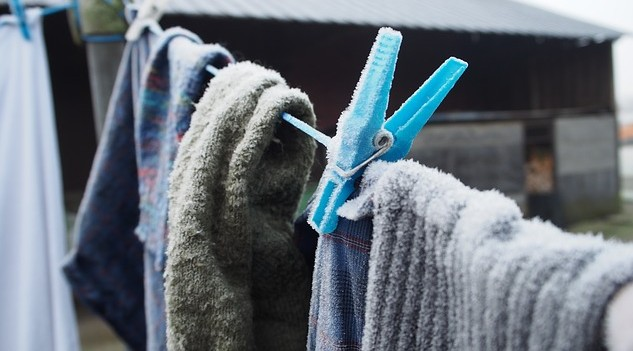 Sušte prádlo venku i v zimě a uděláte dobře