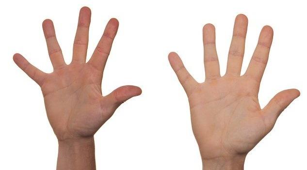 dlaně prsty